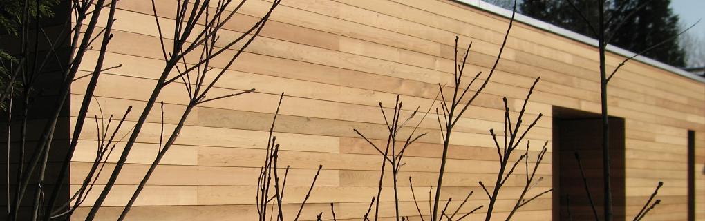 Massivholzhaus mit Zedernfassade