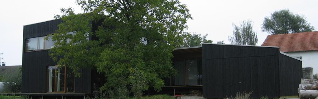 schwarzes haus holzbau. Black Bedroom Furniture Sets. Home Design Ideas